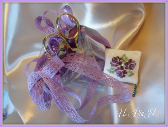Dentelle entre deux violette 3