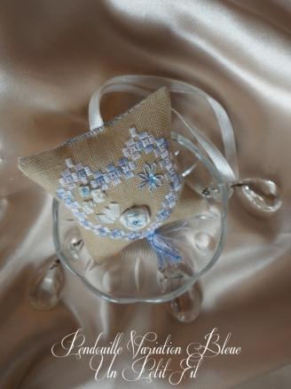 Pendouille a ciseaux hardanger et ruban de soie varaition bleue un petit fil 3