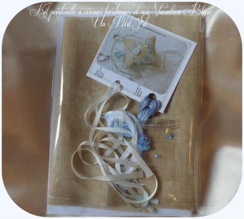 Presentation kit pendouille a ciseaux hardanger soie variation bleue un petit fil