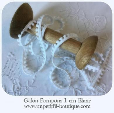 Galon pompons blanc un petit fil
