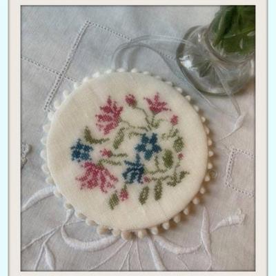 Kit Bouquet Bleu Vaisselle ancienne (au choix toile 16 fils/cm ou 12 fils)