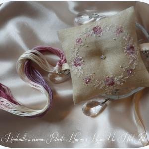 Pendouille a ciseaux felicite et nacres roses un petit fil 2