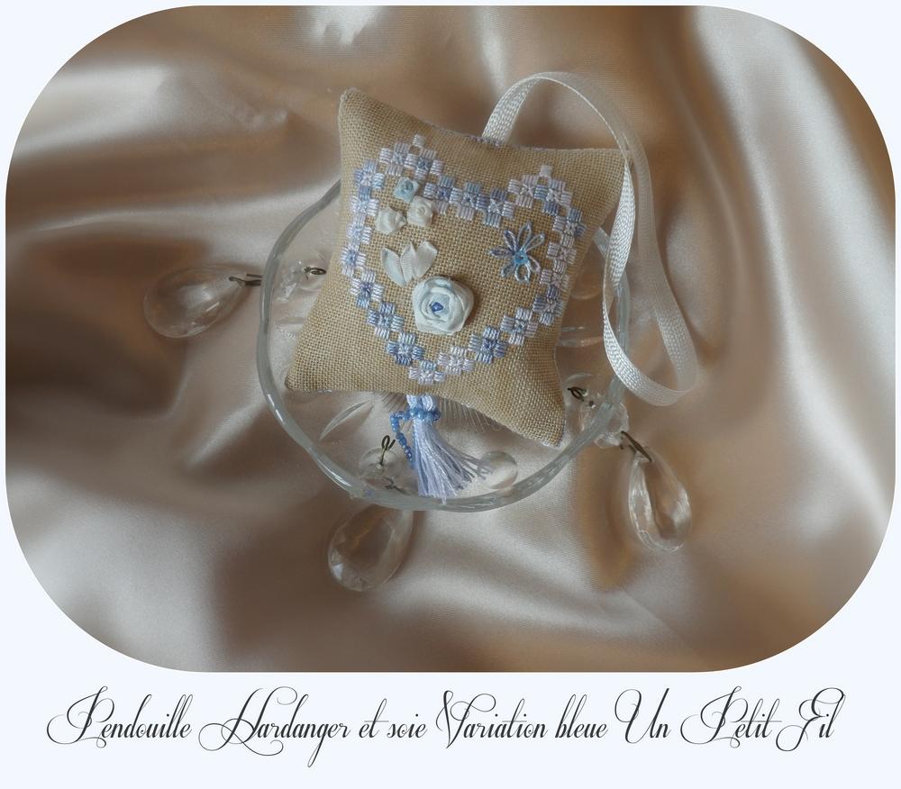 Pendouille a ciseaux hardanger et ruban de soie varaition bleue un petit fil 1