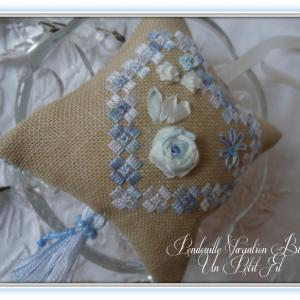 Pendouille a ciseaux hardanger et ruban de soie varaition bleue un petit fil 2