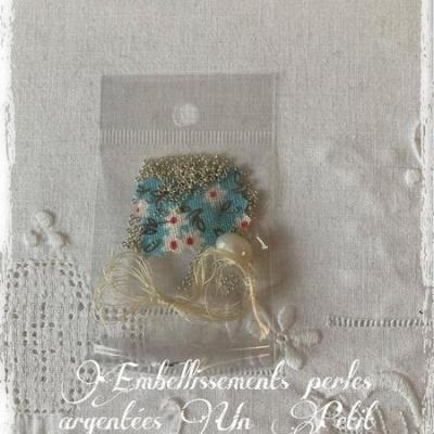Perles de rocaille argentées (assortiment fil perles et aiguille)