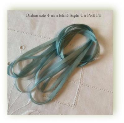 Ruban 4 mm soie teinte sapin un petit fil