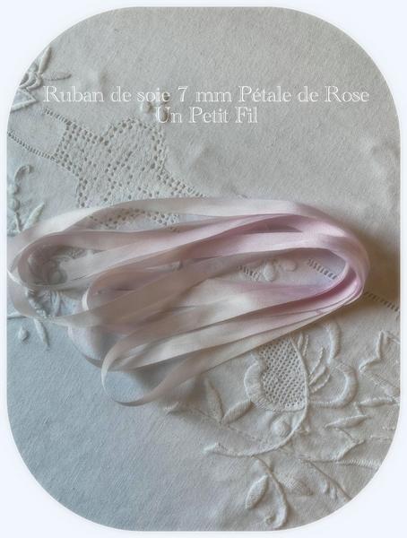 Ruban 7 mm petale de rose un petit fil