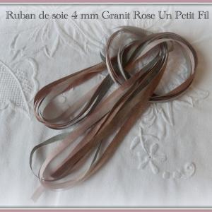 Ruban de soie granit rose 4 mm un petit fil