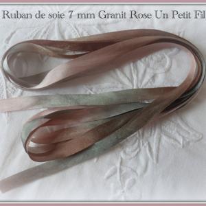 Ruban de soie granit rose 7 mm un petit fil