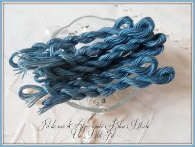 Fil de Soie Bleu Pétrole