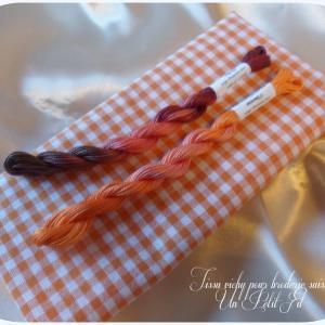 Tissu vichy orange pour broderie suisse un petit fil 2