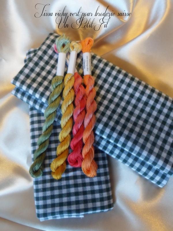 Tissu vichy vert pour broderie suisse un petit fil 3