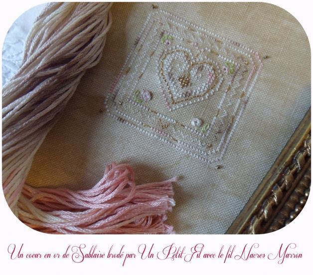 Un coeur en or de sablaise brode par un petit fil les nacres marron 1
